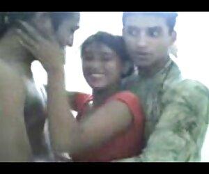 دختر بی شرمانه پاکستانی با دو دوست خود سرگرم می شود