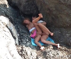 رابطه جنسی مقعدی در ساحل برای یک زوج آماتور فرانسوی