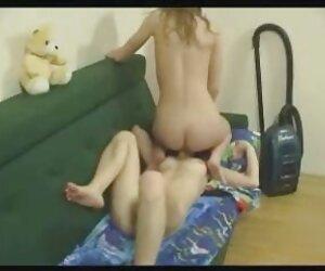 داستان های خرس عروسکی از روی کاناپه زین می شوند