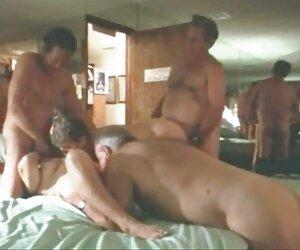 کلاهبرداران قدیمی یک مهمانی جنسی برگزار می کنند.