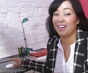 میا بانوی داغ آسیایی ضخیم در محل کار در