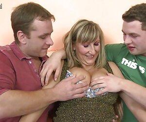 مادر بیدمشک در سه نفری داغ با پسران جوان.