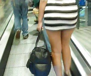 دختر برهنه در قطار