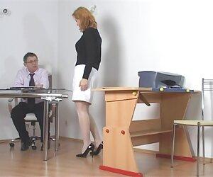 دانش آموز شیطان توسط معلم مجازات می شود