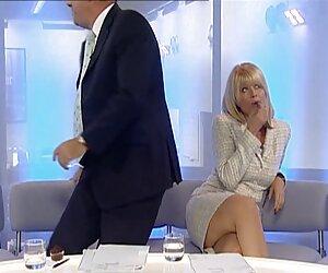 کریستین تالبوت پاهایش را نشان می دهد