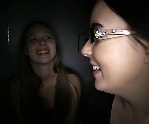 دو دختر در