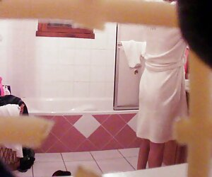 مامان جاسوسی در دستشویی
