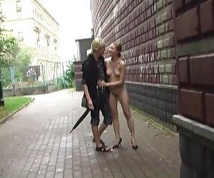 برهنگی عمومی 1: ناتالیا برهنه در جمع