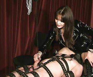 صورت او را نشسته در حالی که برده اش را شیر می دهد