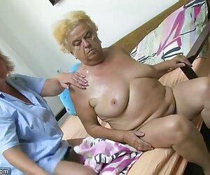 زن بالغ با مادربزرگ چاق روشن.