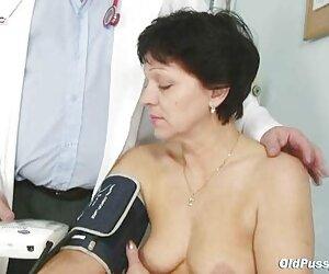 اوا بانوی بالغ برای گرفتن معاینه بالغ به دکتر مراجعه می کند