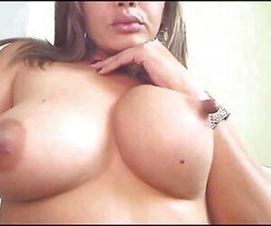 دختری با نوک سینه های بزرگ در بادامک