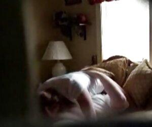 زن و شوهر دوربین مخفی پنهان در حال رابطه جنسی بر روی تخت- -