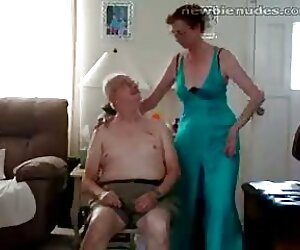 مادربزرگ پیر سلب کردن