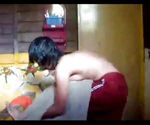 مالایی - بانوی گرم حمام و تغییر لباس
