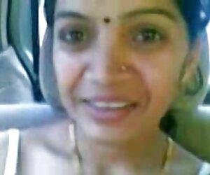 نمایش مشاعره های عمه هندی بالغ هوشمند در اتومبیل