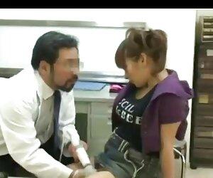 نوجوان باردار به دکتر مراجعه می کند