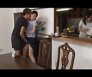 دختران آسیایی اغوا شده و در جوراب ساق بلند