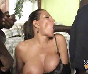 مادر بالغ در مقابل پسر توسط دو سیاه پوست لعنتی.