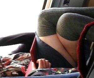 دختر بلوند با پاهای سکسی پایین