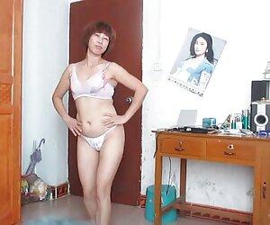 بانوی بالغ چینی در حال رقص