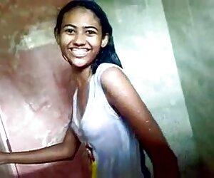 نوجوان هندی در حال دوش گرفتن با خود bf